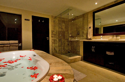 Private en-suite bathroom Black Rhino Game Lodge Accommodation Bookings Pilanesberg Game Park Black Rhino Private Game Reserve Luxury Accommodation